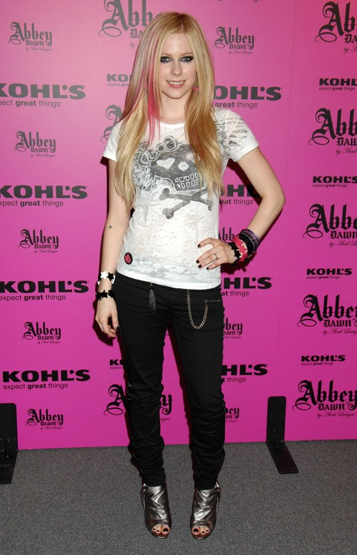 http://www.nitrolicious.com/blog/wp-content/uploads/2008/07/avril-lavigne-abbey-dawn.jpg