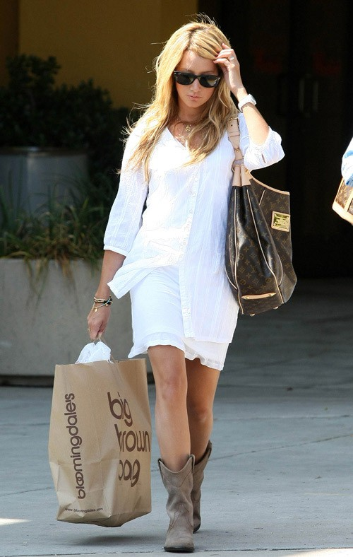 Ashley Tisdale - Page 2 Ashley-tisdale-steve-madden