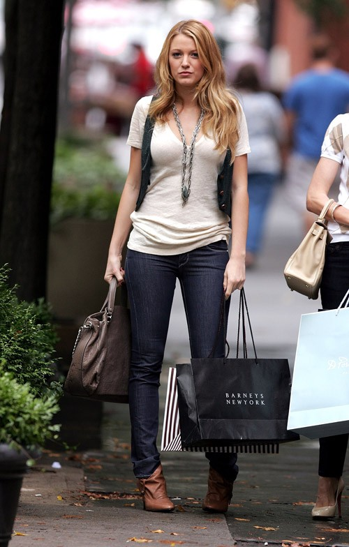 Gossip Girl Fashion: Blake Lively on Set August 11. Photography: Celebutopia