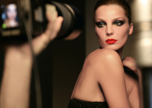 Yesterday in Paris, the Lancôme makeup team unveiled their latest fall 2009