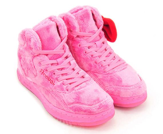 Reebok x Hello Kitty   Plush Kitty Collection